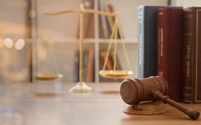 یک مقاله مرتبط با رشتهی حقوق با کیفیت خوب به شما ارائه کنم