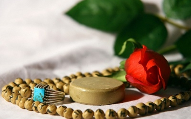 نماز و روزه های اموات شما و خود شما رو که وقتش رو ندارید و برعهده دارید ادا کنم